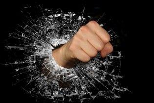 В центрі Одеси чоловік під наркотиками побив з десяток жінок, які трапилися йому на вулиці