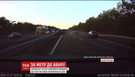 """В Нидерландах автопилот """"Тесла"""" спас водителя от ДТП"""