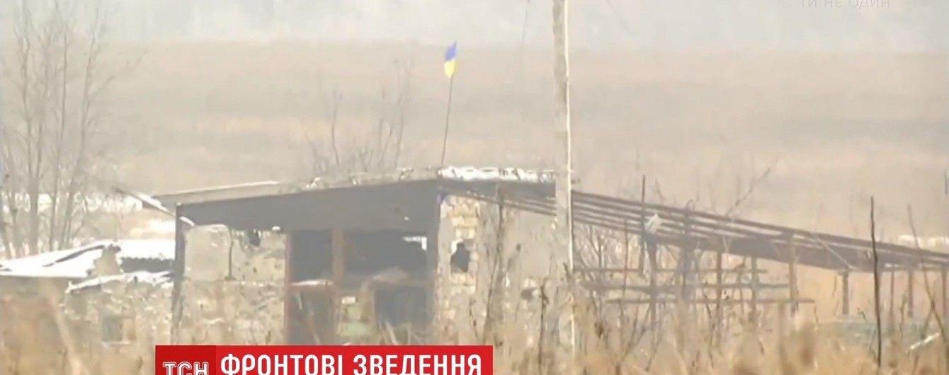 """Зухвалий бойовик намагався зняти український прапор біля позиції """"Зеніт"""""""