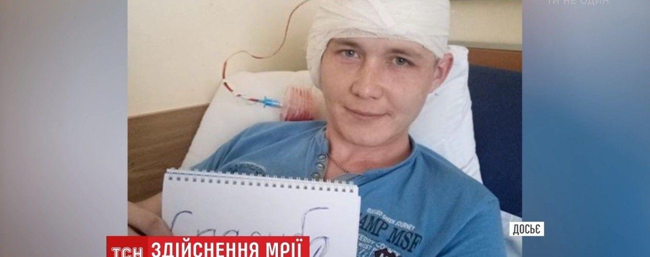 Українці всього світу зібрали гроші та повернули слух ветерану АТО