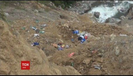 У Перу пасажирський автобус впав у 300-метрову прірву