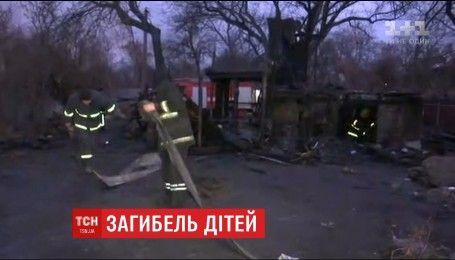 Понад 4 години рятувальники гасили смертельну пожежу в столичних Русанівських садах