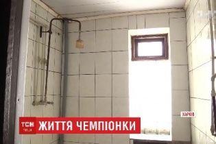 Чемпионка мира по карате с бабушкой живет в общежитии, в котором полвека не делали ремонт