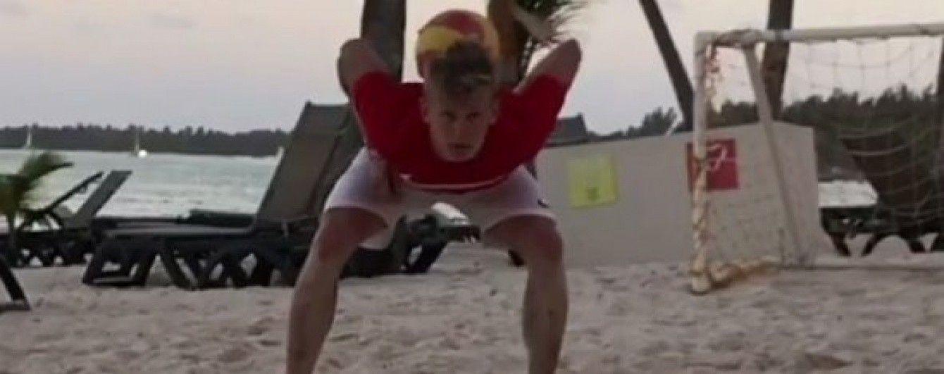Зінченко похизувався футбольною майстерністю на пляжі в Домінікані
