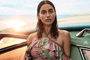В бикини и не только: Ирина Шейк в новом фотосете для глянца