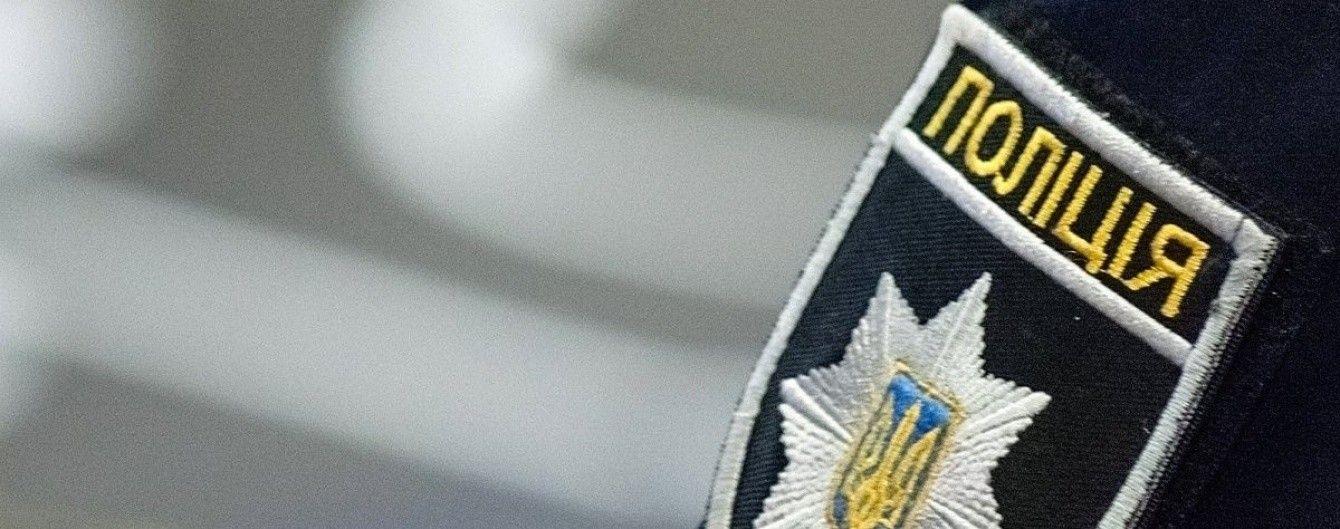 На Херсонщині автомобіль наїхав наполіцейського й утік із місця ДТП