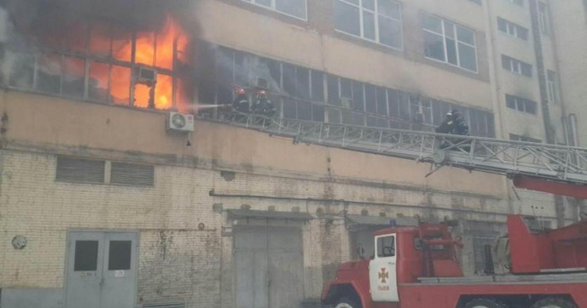 Вже двоє рятувальників постраждали під час ліквідації пожежі у Львові