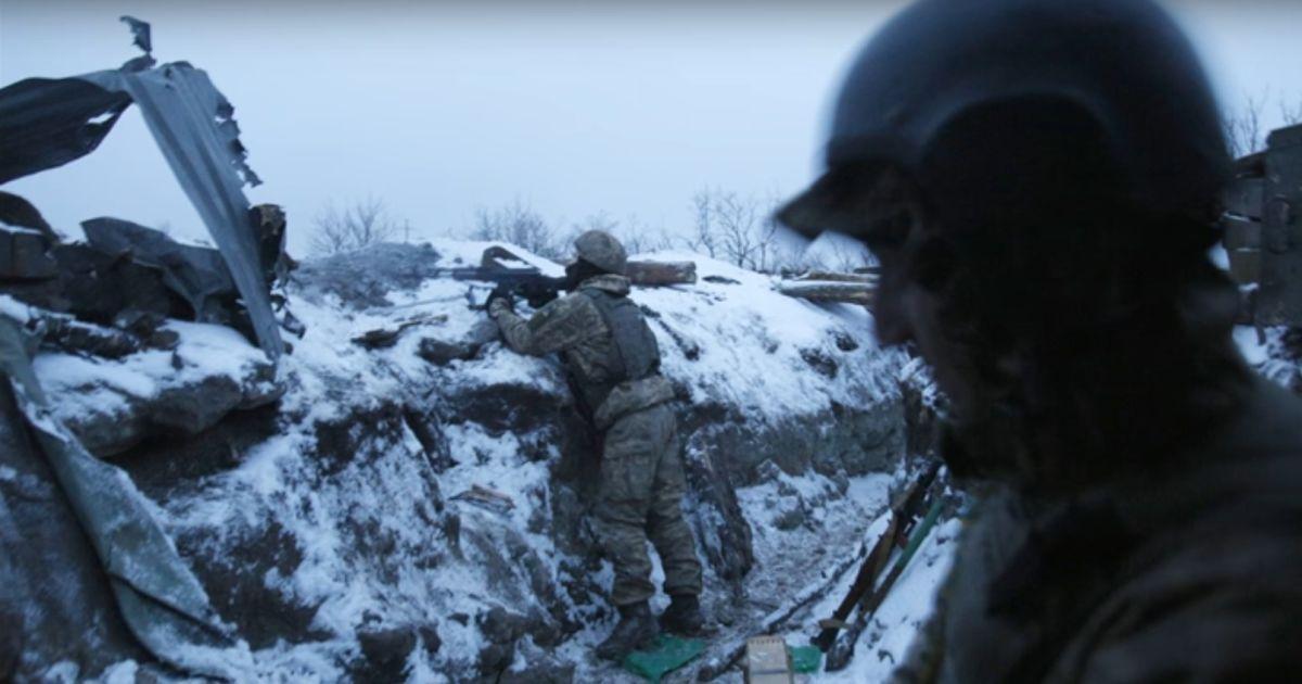 Постоянные обстрелы на Светлодарской дуге. Бойцы игнорируют провокации боевиков ради мирных людей