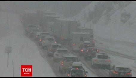 Снігопад уповільнив рух на дорогах Каліфорнії
