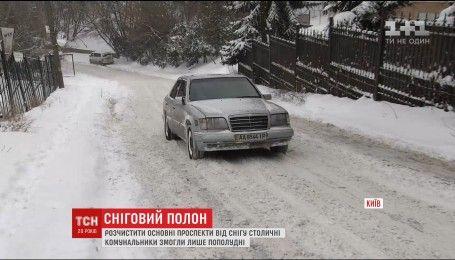 Как коммунальщики и дорожники справлялись с рождественской непогодой в Киеве