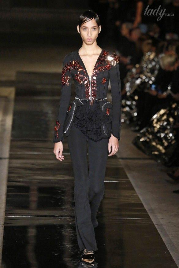 Коллекция Givenchy прет-а-порте сезона весна-лето 2017_54