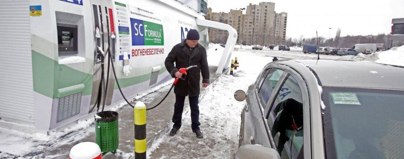 Скільки коштує заправити авто на АЗС уранці 16 грудня