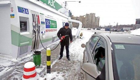 Сколько стоит заправить авто на АЗС утром 16 декабря