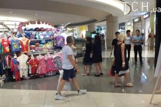 Після заяв про банкрутство каналу Шустер відпочиває у Сінгапурі