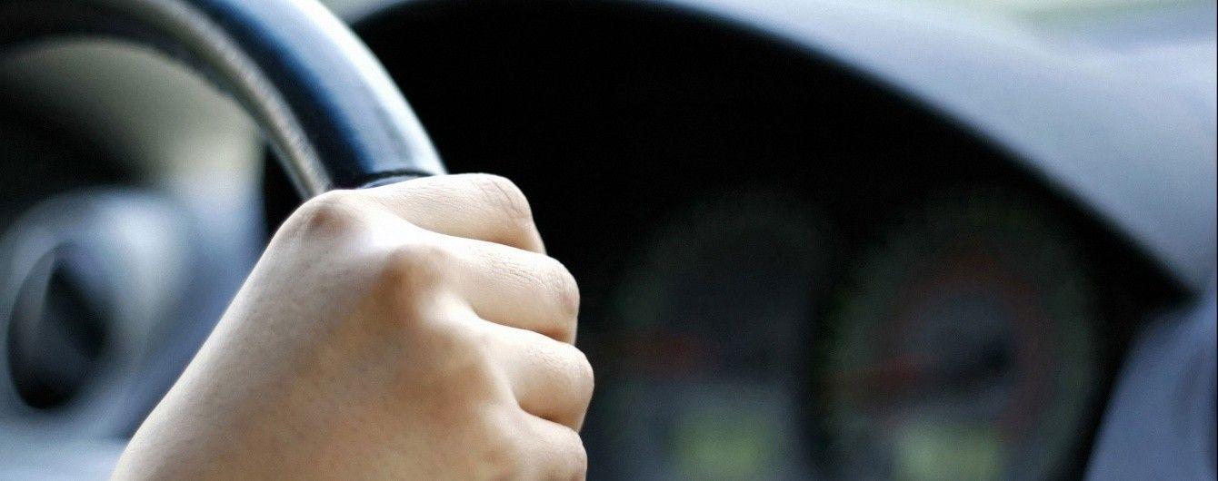 У Чернівцях нетверезий водій віз із собою сечу для підміни аналізу на сп'яніння