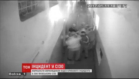 """В сети распространили видео с камеры наблюдения, которая зафиксировала инцидент с отрезанным ухом """"торнадовца"""""""