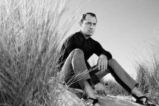 Харизматичный и стильный Джуд Лоу в рекламной кампании Prada