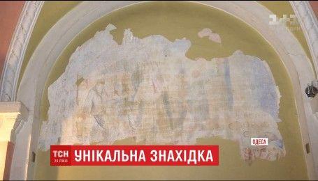 В Одесском Дворце студентов случайно нашли уникальные фрески
