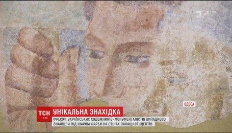 Уникальные фрески случайно нашли в Одесском дворце студентов
