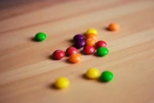 Поліпшує зчеплення та годує корів. У США випадково розкрили низку переваг цукерок Skittles