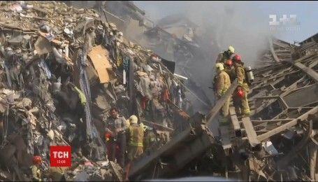 Более двух десятков человек пытаются извлечь из-под завалов разрушенной огнем здания в Тегеране