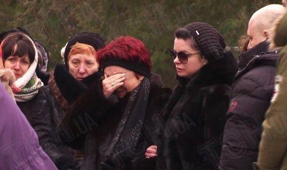 Корольова на похороні бабусі _2