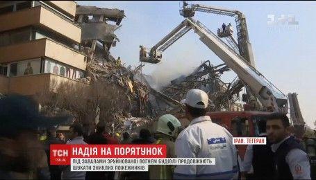 В Тегеране продолжается поиск людей под завалами 17-этажного дома