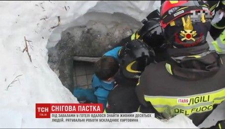 З-під завалів готелю в Італії витягли вже десятьох живих туристів