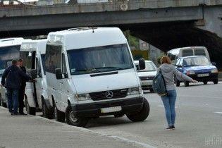 Война маршрутчиков и попутчиков на Киевщине: перевозчики жалуются на большие убытки