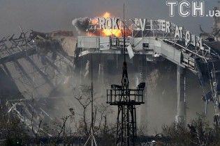 """242 дні незламності. В Україні вшановують пам'ять загиблих """"кіборгів"""""""