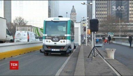 Городские власти Парижа запустили два электрических миниавтобуса без водителей