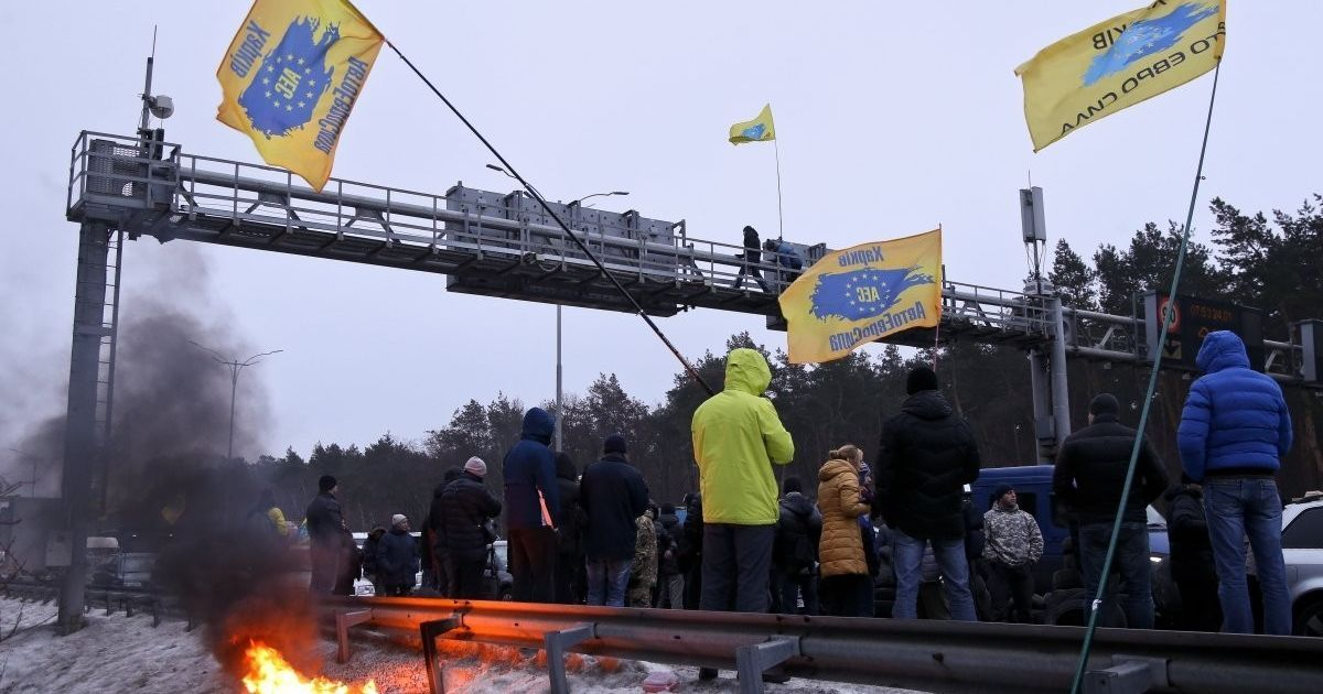Фото з місця протесту