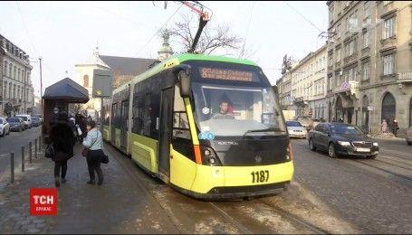 Бесконтактный расчет: во Львове можно оплатить проезд со смартфона