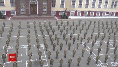 700 студентов Нацакадемии поразили невероятным флэшмобом на поддержку ветеранов АТО