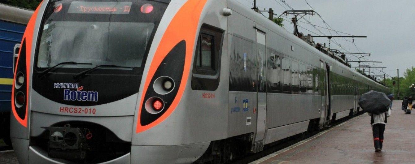 """""""Укрзалізниця"""" призначила додаткові поїзди до Дня захисника"""