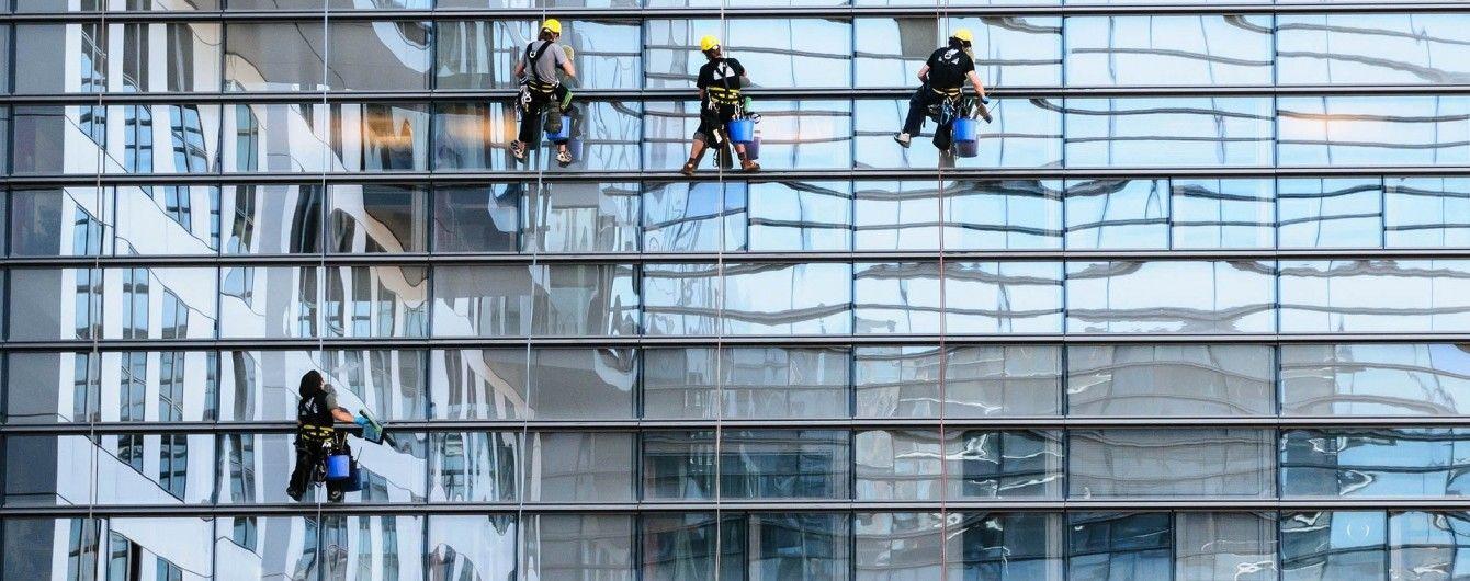 В США спасли мойщиков окон, которые сорвались с 12 этажа и зависли в воздухе