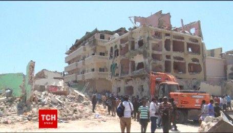 В столице Сомали террористы взорвали автомобиль, по меньшей мере 15 человек погибли