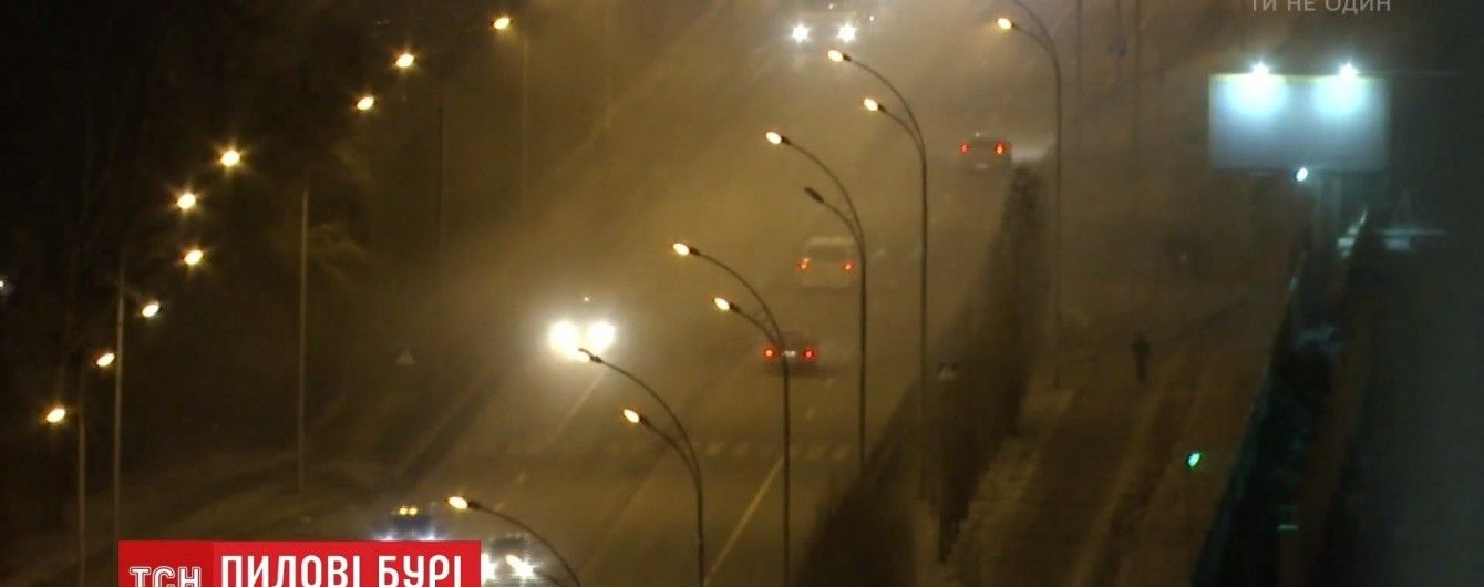 Дихати відходами ТЕЦ: на Позняках загрозливо почорніло повітря