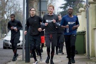 Веселый и спортивный: принц Гарри на пробежке в Лондоне