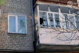 В окупованому Докучаєвську обстріляли п'ятиповерхівку