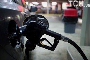 Сколько стоит заправить авто на АЗС утром 14 октября