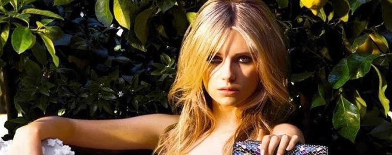 Юная красотка: сестра Кейт Мосс соблазнительно прорекламировала сумки от Bvlgari