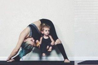 Зворушлива йога матусі та діточок і вірусне відео весілля зі спецефектами. Тренди Мережі
