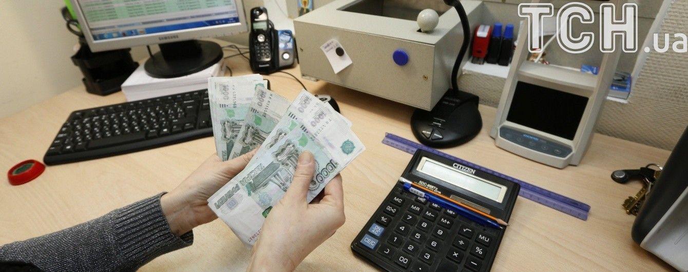 Рубль стал самой слабой валютой среди постсоветских стран, гривна – сильнейшей