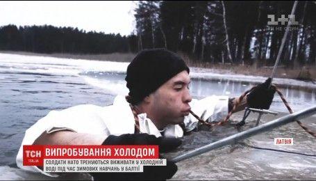 Солдати НАТО вчилися виживати в крижаному латвійському озері