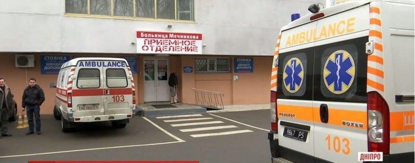 """""""Жизнь на волоске"""": в Днепре реаниматологи изо всех сил спасают раненого в АТО бойца"""