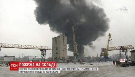 Пожар на Подоле: на Киевском судостроительном заводе горели склады
