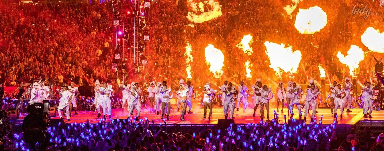 Огонь, блестки и бешеная энергия: Леди Гага устроила феерическое шоу на Супербоул-2017