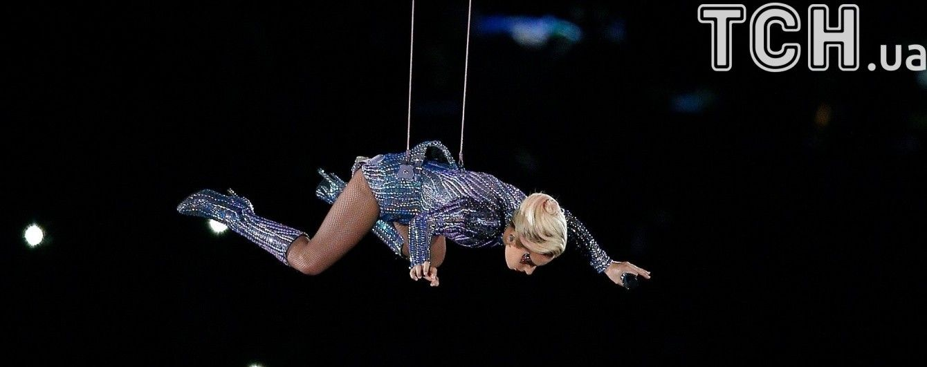 Perfect Illusion: зрелищный прыжок Леди Гаги с крыши на Супербоул оказался ненастоящим