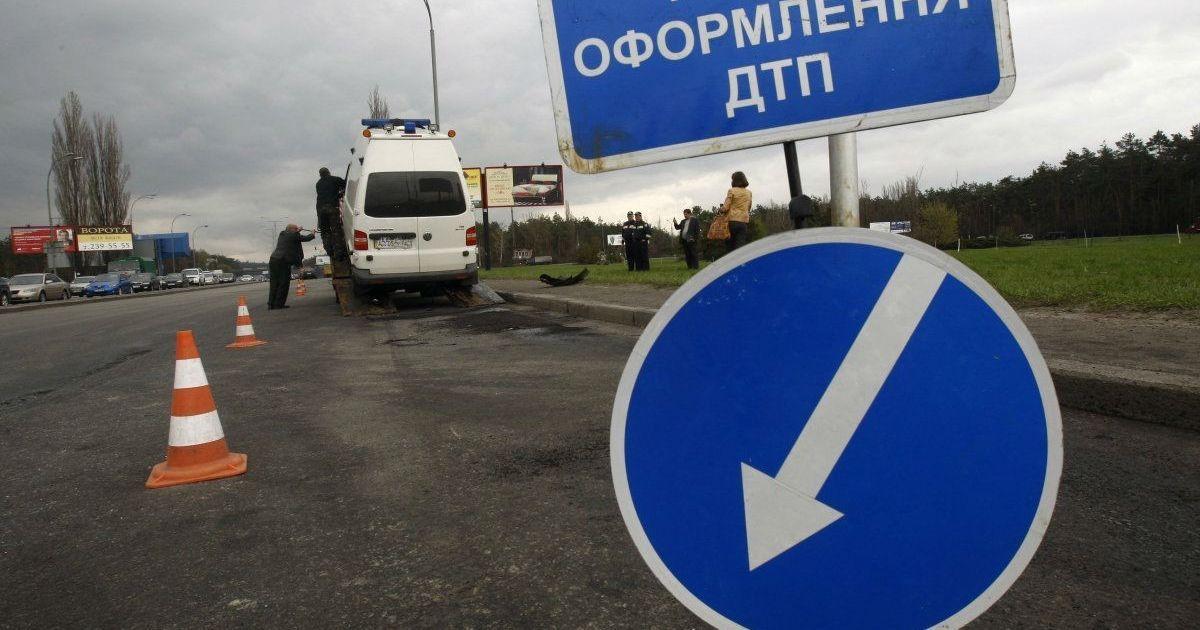 В аварии микроавтобуса и легковушки в Сумской области пострадали четыре человека
